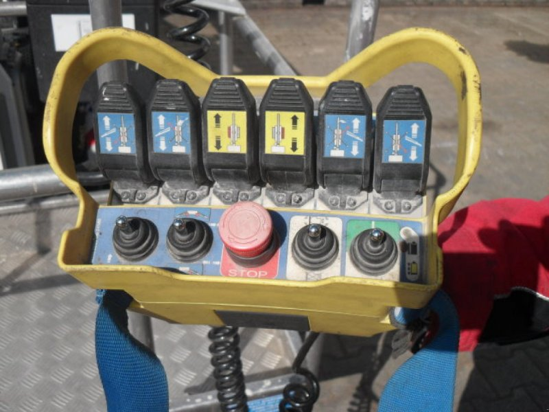 Gelenkteleskopbühne des Typs Oil & Steel Octopussy 1402 Classic, Gebrauchtmaschine in Obrigheim (Bild 5)