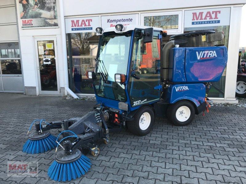 Geräteträger des Typs Vitra 2037 Kehrmaschine, Neumaschine in Waldkraiburg (Bild 1)