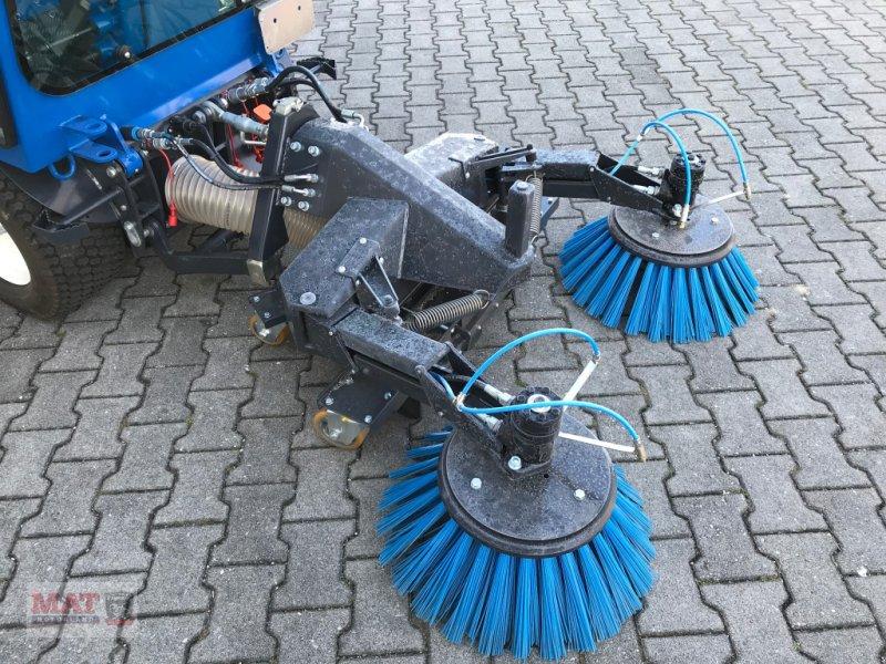 Geräteträger des Typs Vitra 2037 Kehrmaschine, Neumaschine in Waldkraiburg (Bild 3)