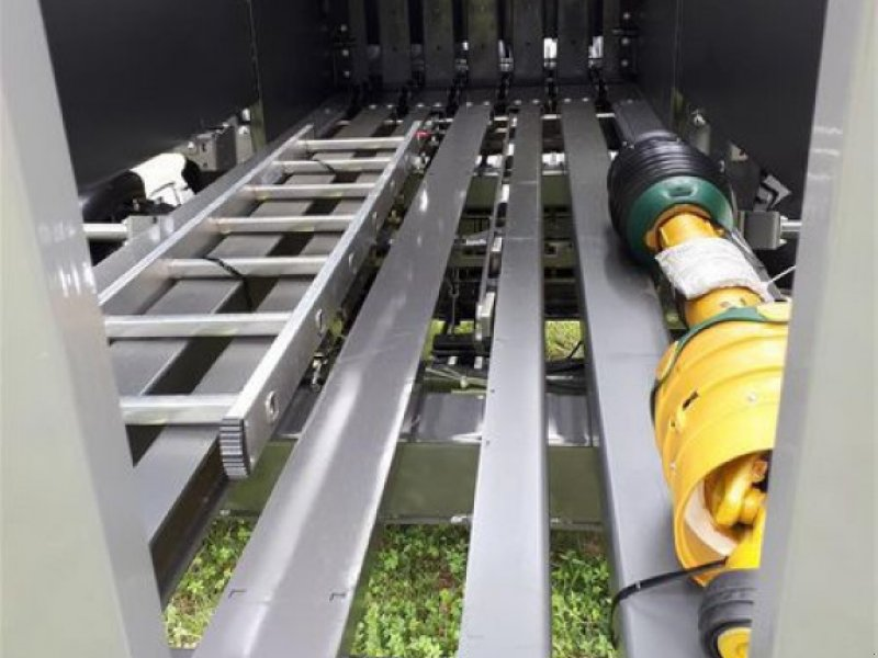 Großpackenpresse des Typs CLAAS QUADRANT 5200 FC TANDEM, Vorführmaschine in Töging a. Inn (Bild 6)