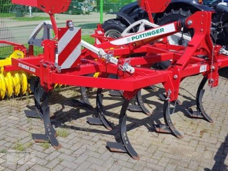 Grubber des Typs Pöttinger Grubber Synkro 3030, Ausstellungsmaschine in Rees (Bild 1)