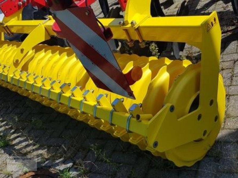 Grubber des Typs Pöttinger Grubber Synkro 3030, Gebrauchtmaschine in Rees (Bild 5)