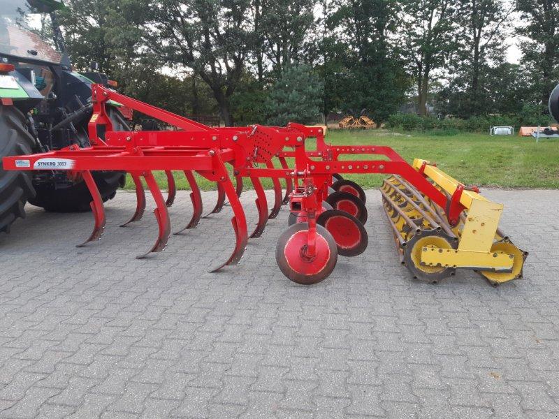 Grubber des Typs Pöttinger Synkro 3003, neue Schare, Gebrauchtmaschine in Bocholt (Bild 2)