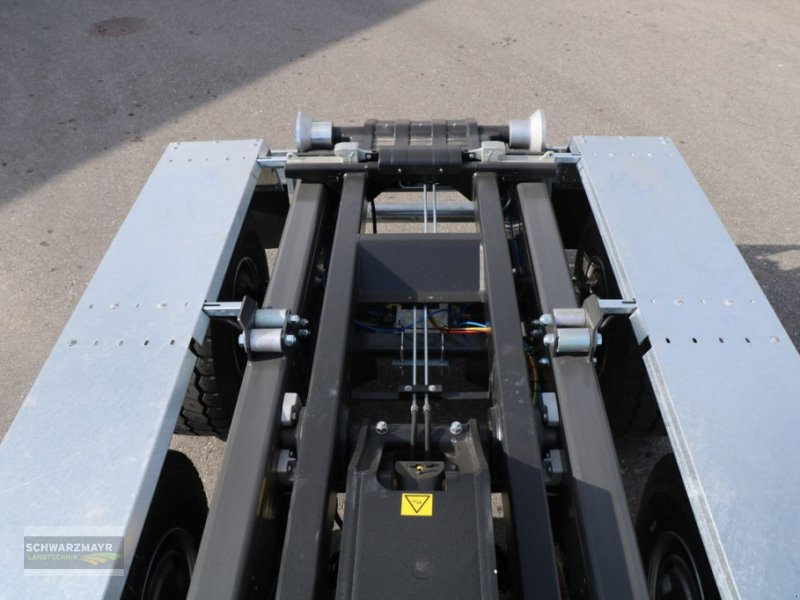 Hakenwagen des Typs Fliegl HKL 22, Neumaschine in Gampern (Bild 10)