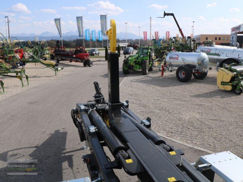 Hakenwagen des Typs Fliegl HKL 22, Neumaschine in Gampern (Bild 9)