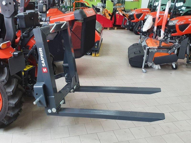 Heckstapler/Anbaustapler des Typs Saphir PGH Palettengabel Heck 1500kg, Neumaschine in Olpe (Bild 1)