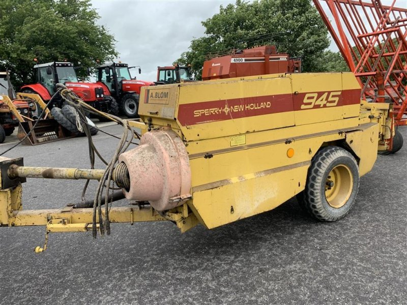 Hochdruckpresse типа New Holland 945 MED BALLEVOGN!, Gebrauchtmaschine в Aalestrup (Фотография 3)