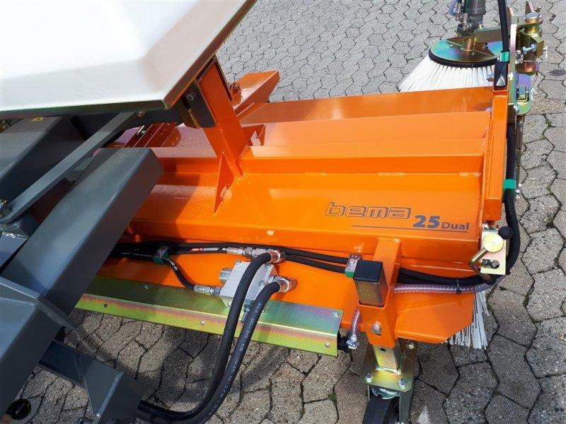 Kehrmaschine des Typs Bema 25/2300 mieten, Neumaschine in Manching (Bild 4)
