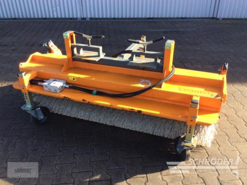 Kehrmaschine des Typs Bema Anbaukehrmaschine 25 mit Stapl, Gebrauchtmaschine in Lastrup (Bild 1)