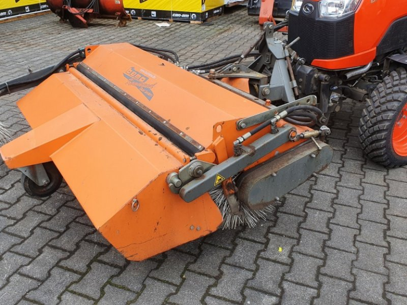Kehrmaschine des Typs Bema Kubota Dual520-1550, Gebrauchtmaschine in Olpe (Bild 1)