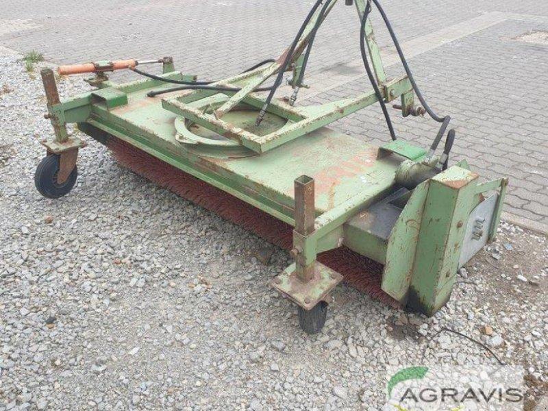 Kehrmaschine des Typs Briri KEHRMASCHINE, Gebrauchtmaschine in Calbe / Saale (Bild 1)