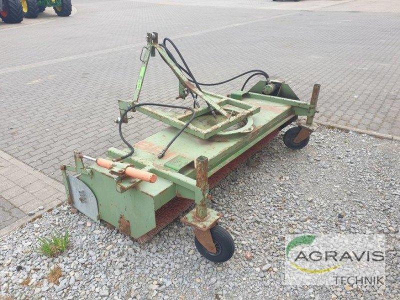 Kehrmaschine des Typs Briri KEHRMASCHINE, Gebrauchtmaschine in Calbe / Saale (Bild 5)