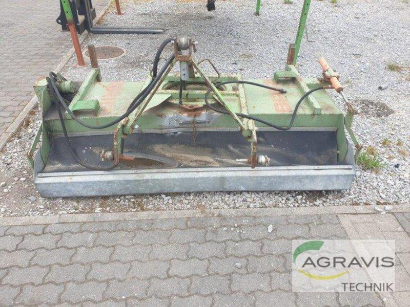Kehrmaschine des Typs Briri KEHRMASCHINE, Gebrauchtmaschine in Calbe / Saale (Bild 3)