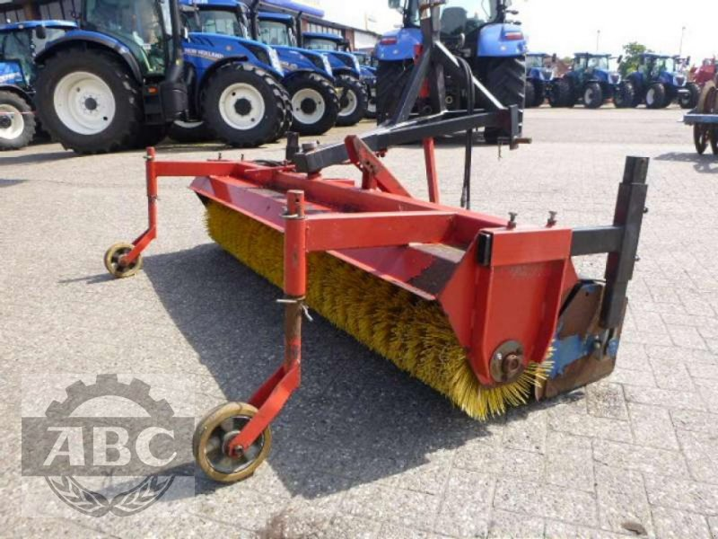 Kehrmaschine des Typs Buwalda KM 225, Gebrauchtmaschine in Bösel (Bild 1)