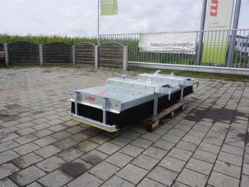 Kehrmaschine des Typs Fliegl KEHRBESEN 2500MM LÖWE, Neumaschine in Obersöchering (Bild 1)
