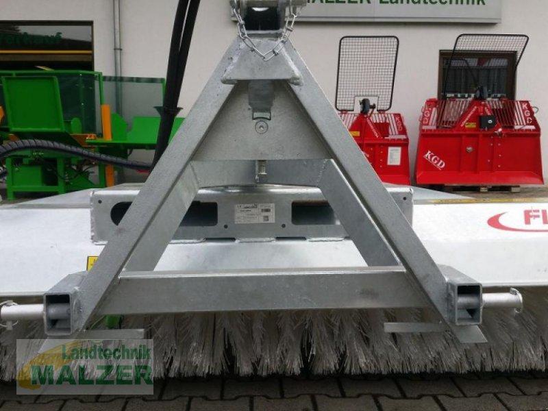 Kehrmaschine des Typs Fliegl Kehrmaschine 2,80 m, Neumaschine in Mitterteich (Bild 5)