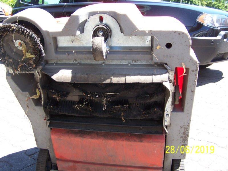Kehrmaschine des Typs Hako Hamster 500 Akku-Kehrmaschine  defekt, Gebrauchtmaschine in Murnau (Bild 5)