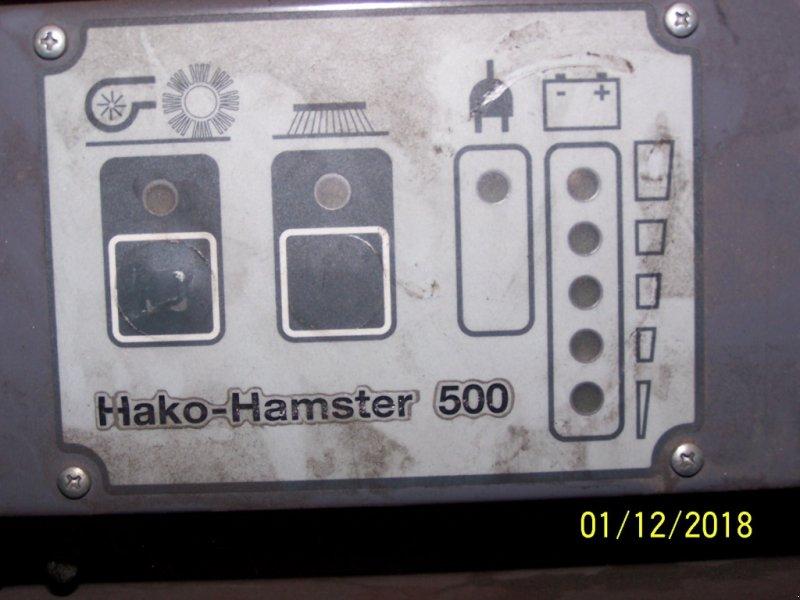 Kehrmaschine des Typs Hako Hamster 500 Akku-Kehrmaschine  defekt, Gebrauchtmaschine in Murnau (Bild 1)