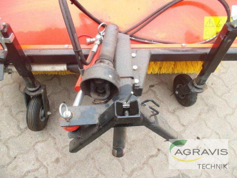 Kehrmaschine des Typs Kubota KEHRMASCHINE FRONTANBAU 120 CM W26TS00516, Gebrauchtmaschine in Gyhum-Nartum (Bild 7)