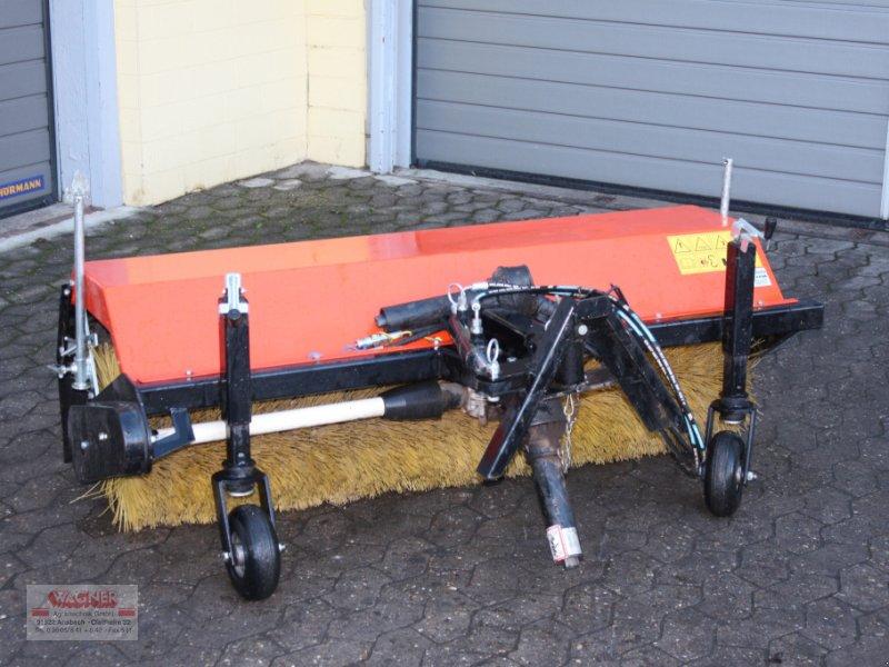 Kehrmaschine des Typs Kubota KM 150, Gebrauchtmaschine in Ansbach (Bild 1)