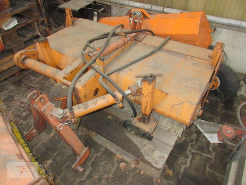 Kehrmaschine типа Schulte Kehrmaschine Frontanbau 1,2m, Gebrauchtmaschine в Remchingen (Фотография 1)