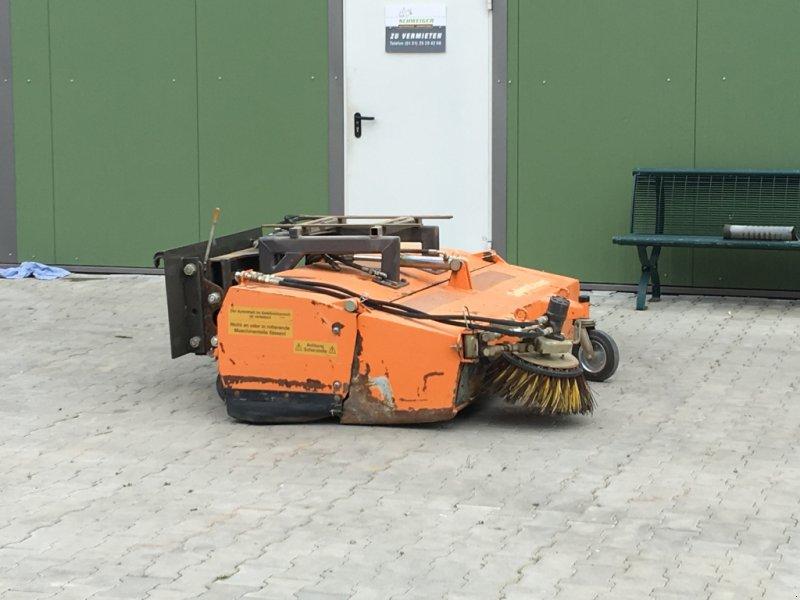 Kehrmaschine типа Sobernheimer UKM 2,0, Gebrauchtmaschine в Rischgau (Фотография 1)