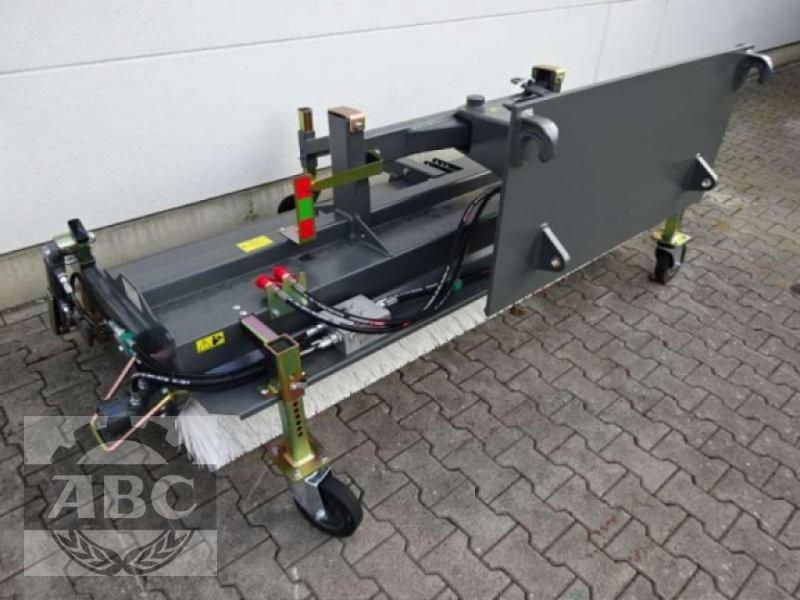 Kehrmaschine des Typs Sonstige DUAL 2300 EUROAUFNAHME, Neumaschine in Rastede-Liethe (Bild 1)