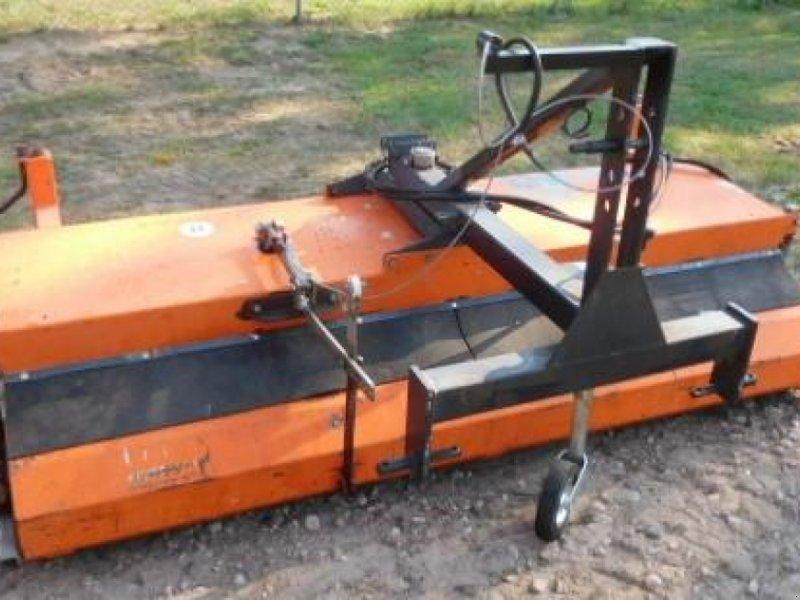 Kehrmaschine des Typs Tuchel EKM 230   HDS 520, Gebrauchtmaschine in Itterbeck (Bild 1)