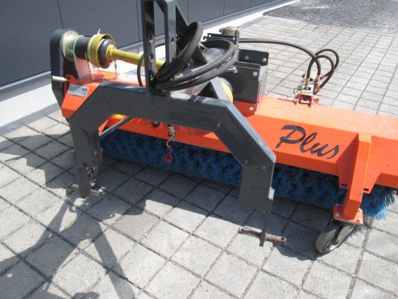 Kehrmaschine des Typs Tuchel Plus P1 200 560, Gebrauchtmaschine in Wülfershausen an der Saale (Bild 3)