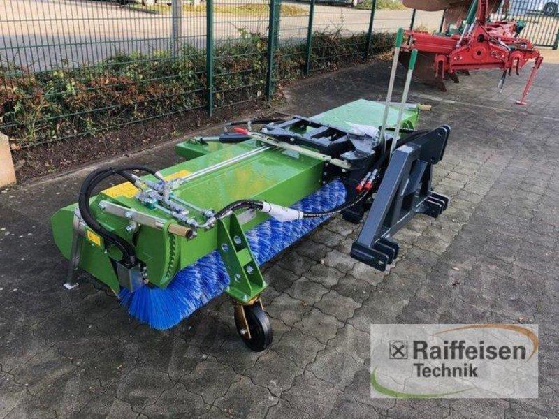 Kehrmaschine des Typs Tuchel Profi 660 Kehrmaschine, Ausstellungsmaschine in Husum (Bild 1)