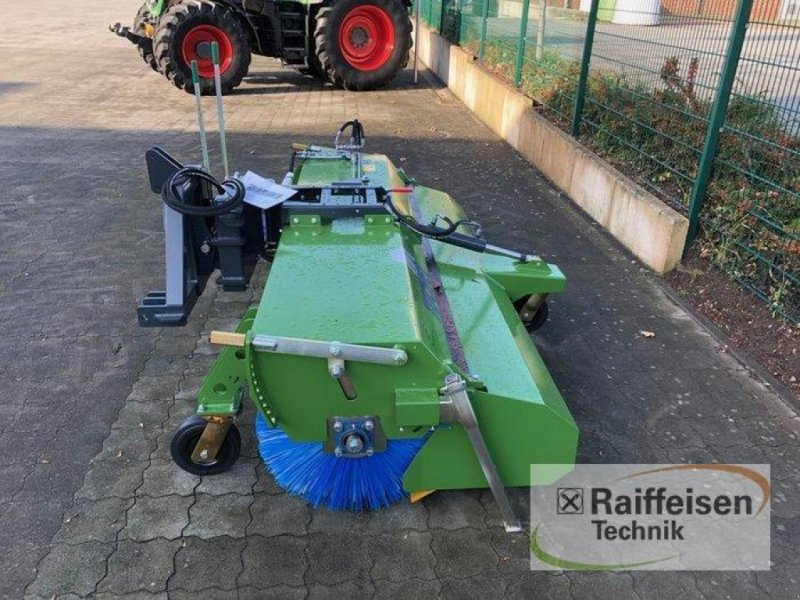 Kehrmaschine des Typs Tuchel Profi 660 Kehrmaschine, Ausstellungsmaschine in Husum (Bild 3)
