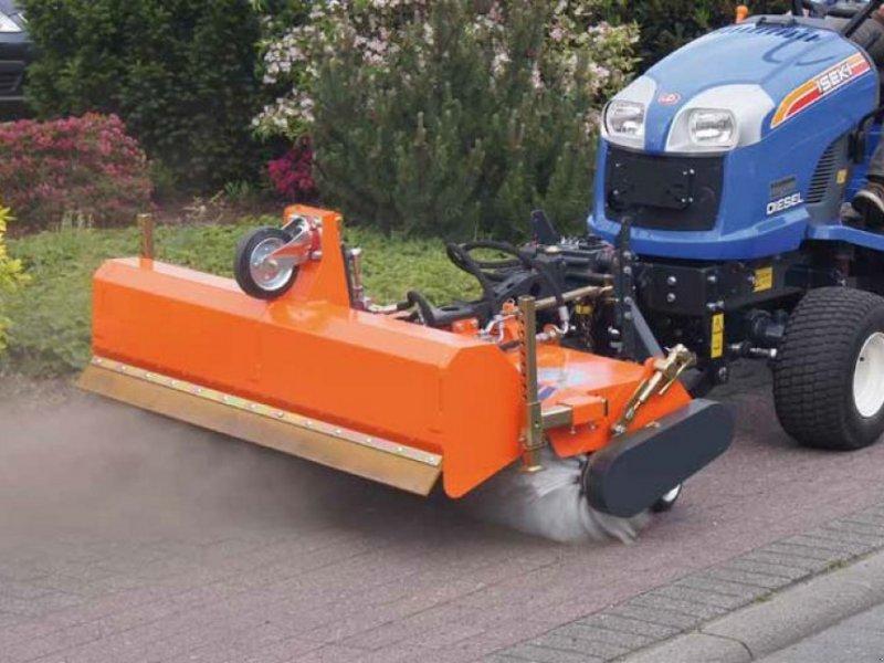 Kehrmaschine des Typs Tuchel SIMPLEX KEHRMASCHINE Traktor Kubota Iseki John D, Neumaschine in Aigen-Schlägl (Bild 1)