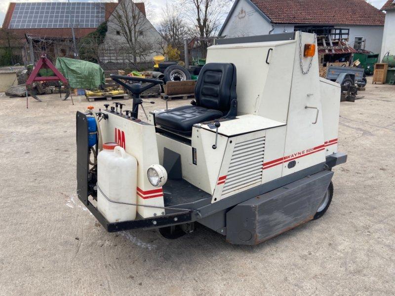 Kehrmaschine des Typs Wayne 828, Gebrauchtmaschine in Höttingen (Bild 1)