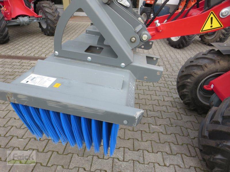 Kehrmaschine des Typs Weidemann  Kehrbesen, Gebrauchtmaschine in Reinheim (Bild 1)