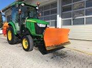 John Deere 3033 R Winterdienst,Schneeschild, UKS 120 tractor rutier (comunal)