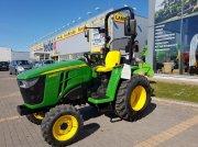 John Deere 3038E Tractor multiuso