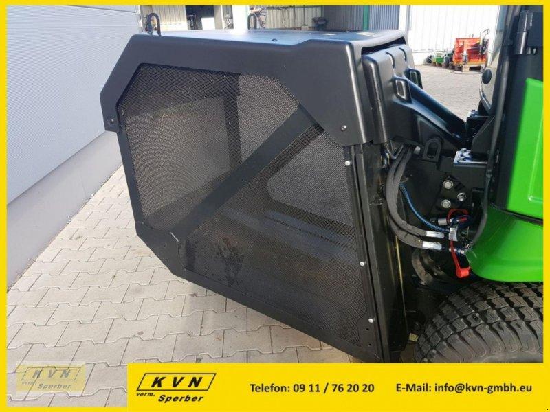 Kommunaltraktor des Typs John Deere X950R, Neumaschine in Fürth (Bild 4)