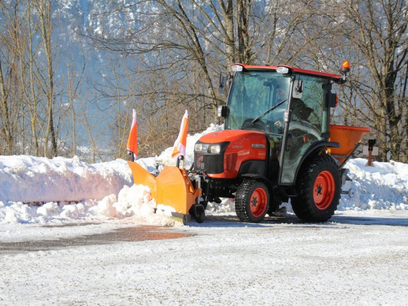 """Kommunaltraktor des Typs Kubota ST401C """"Winterdienstpaket"""" ab 451,-€, Neumaschine in Olpe (Bild 1)"""