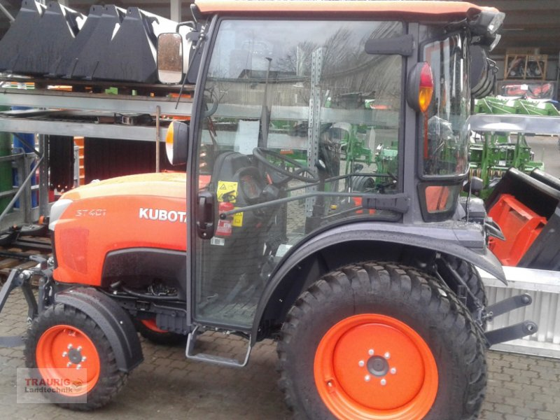 Kommunaltraktor of the type Kubota ST401C, Neumaschine in Mainburg/Wambach (Picture 1)