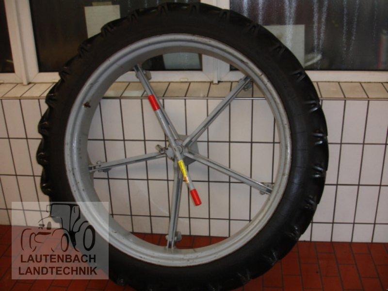Komplettradsatz des Typs IHC Pflegebereifung, Gebrauchtmaschine in Rollshausen (Bild 1)