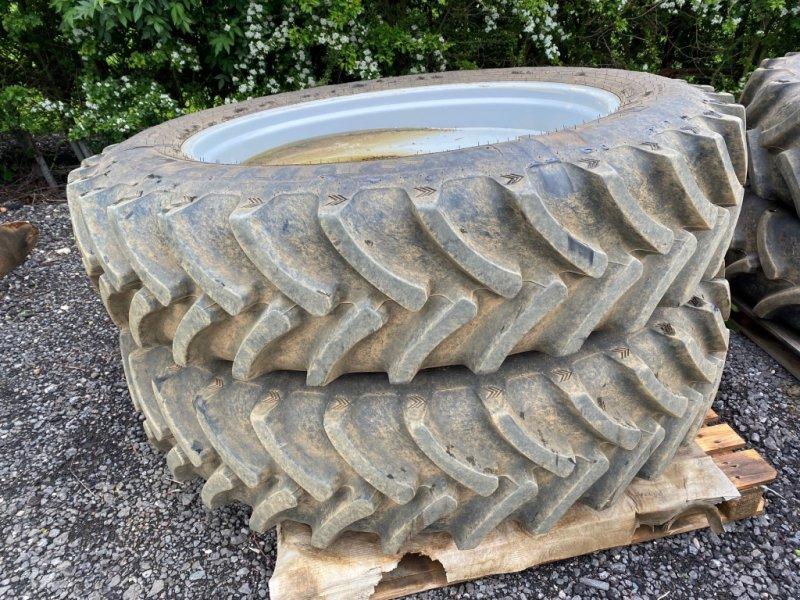 Komplettradsatz des Typs Massey Ferguson wheels & tyres, Gebrauchtmaschine in Grantham (Bild 1)