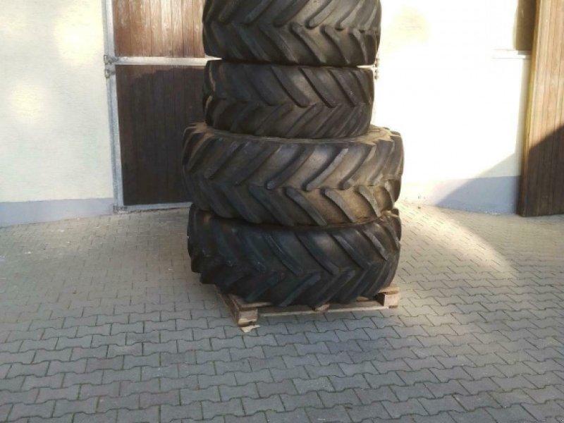 Komplettradsatz des Typs Michelin 540/65R34 und 440/65R24, Gebrauchtmaschine in Laberweinting (Bild 1)