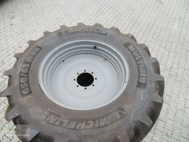 Komplettradsatz des Typs Michelin 650/65 R38, Neumaschine in Markt Schwaben (Bild 1)