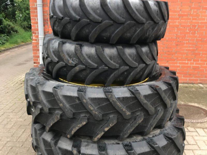 Komplettradsatz типа Pirelli 420/85 R38 und 380/70 R28, Gebrauchtmaschine в Schweringen (Фотография 1)
