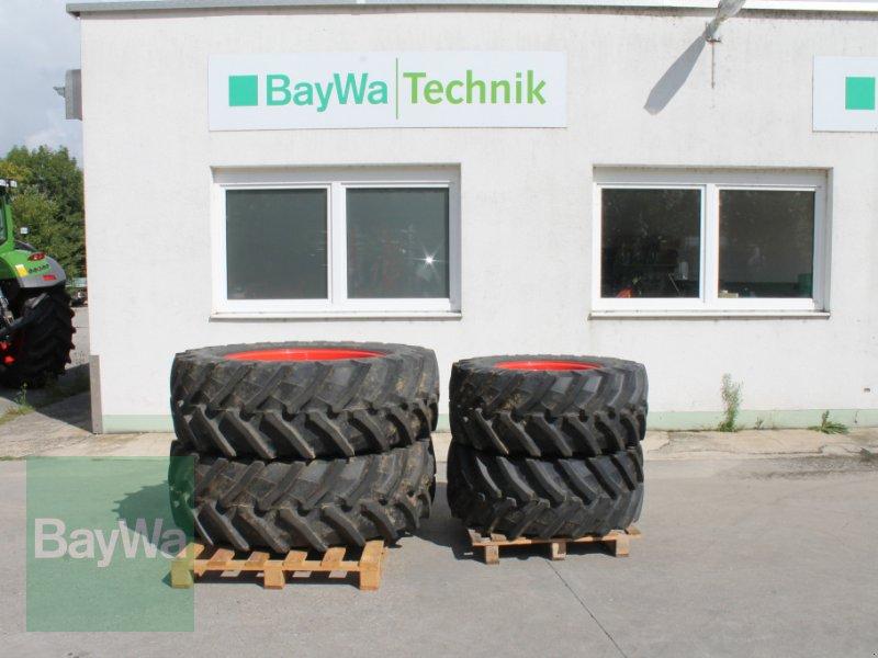 Komplettradsatz des Typs Pirelli 480/65 R24 + 540/65 R38, Gebrauchtmaschine in Straubing (Bild 1)