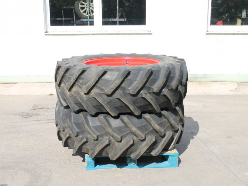 Komplettradsatz des Typs Pirelli 480/70 R34, Gebrauchtmaschine in Straubing (Bild 2)