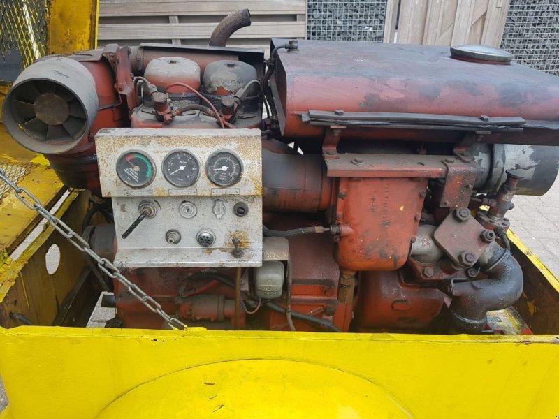 Kompressor tip Atlas Copco UT 2 D, Gebrauchtmaschine in Scharsterbrug (Poză 2)