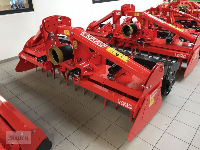 Kreiselegge des Typs Vigolo VZ 300  Packerwalze, Neumaschine in Burgkirchen (Bild 1)