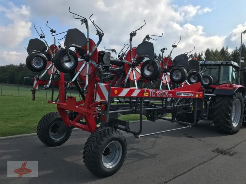 Kreiselheuer des Typs Massey Ferguson MF TD 1310 X TRC / Lotus 1250 Profi, Neumaschine in Oederan (Bild 1)