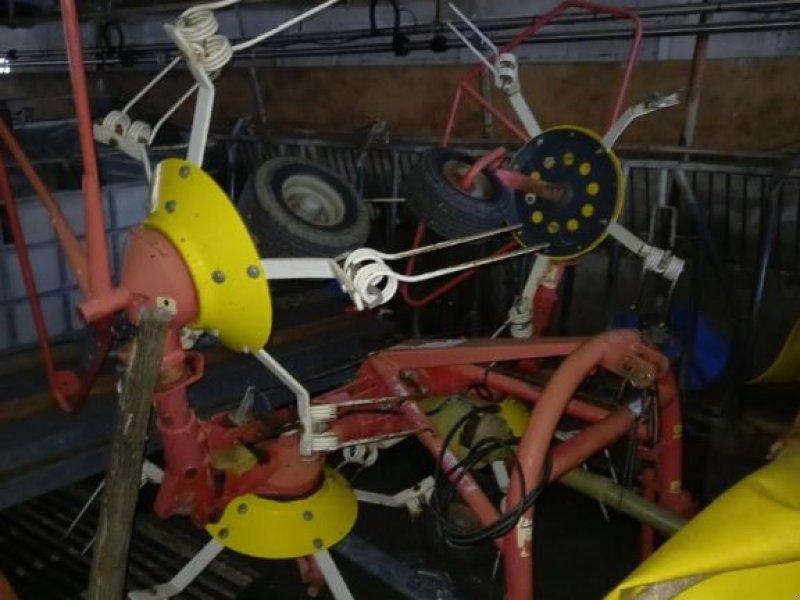 Kreiselheuer des Typs Pöttinger Hit 40, Gebrauchtmaschine in LA ROCHE SUR FORON (Bild 1)